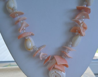 "Pretty Vintage Pink/Peach Shell Necklace, 22"" (F14)"