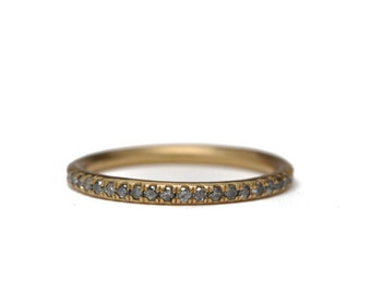 Silver grey diamond pave band | 18k gold