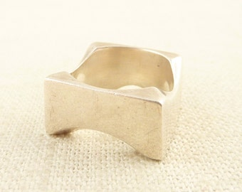 SALE ---- Size 7 Vintage Sterling Ring with Modern Block Shaped Band