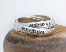 Gift for Mom Name Ring. Bands Personalized with Names, Birthday, or Words. Intertwined Rolling Ring Customized in Sterling Silver