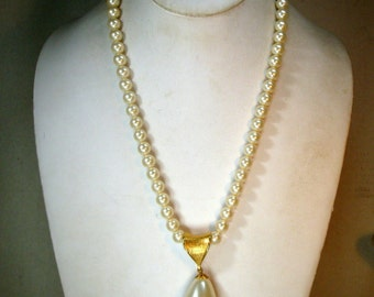 Sarah Coventry Pearl Necklace with Slide Off Large Teardrop Pearl Pendant, Gold Bail, 2 in One Necklaces, 1970s
