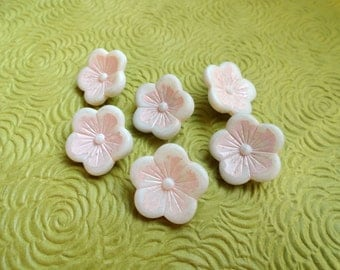 Flower Vintage Buttons - 6 Antique Cottage Chic White and Pink 3/4 inch 19mm for Jewelry Beads Sewing Knitting