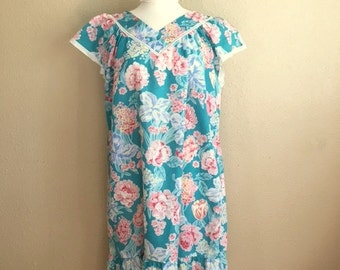 Vintage TURQUOISE FLORAL Housedress / Eyelet Cap Sleeves / Womens Size Large / 70s 80s Lounge Dress