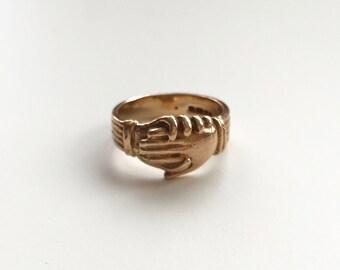 V I N T A G E // 9ct or 10k / Fede Gimmel ring / rose gold / Claddagh / size 6
