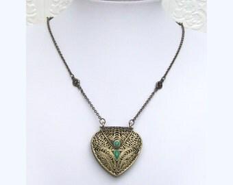 """Vintage Green Cabochon Brass Tone Purse Pendant Necklace 31"""" + 2"""" ext."""