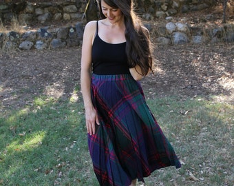 MOONRISE - 1970s 70s Plaid Skirt Pleated Pleats Granny Chic Rustic Retro Country Charm Navy Forest Green Magenta Burgundy Med