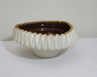 Vintage Asian Sawtooth Mid Century Modern Art Pottery Bowl