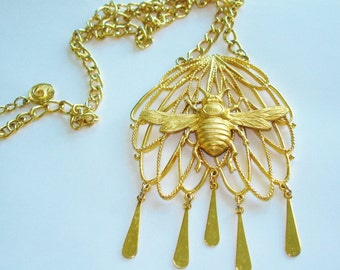 Bee Signed Lisner Pendant  Gold  Tone Repousse