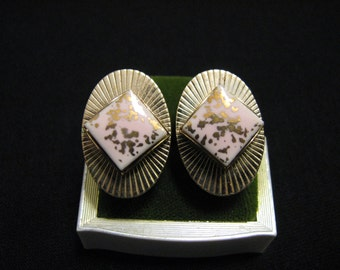 Vintage Oval Gold Tone and Pink Speckled Ceramic Porcelain Square Stone Screwback Earrings