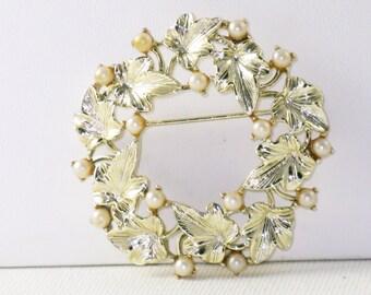 Vintage Lisner Silver Tone Faux Pearl Leaf Circle Brooch Pin (B-4-3)