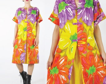 1960s Hawaiian Dress Resort Vacation Tropical Watercolor Graphic Floral Cotton Dress Bright Yellow Frog Buttons Hostess Short Sleeves (M/L)