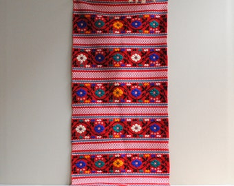Vintage Floral Embroidered Runner Textile / Scandinavian