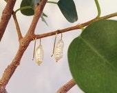 Vintage Raw Pearl Simple Earrings // 1990s