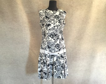 Vintage 60's Sleeveless Dress, Mod Floral, Black and White Shift, Women's Size Medium, Bust 38