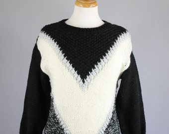 Vintage 80s Womens Black White Modern Geo Triangle Ski Fall Winter Sweater