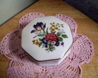 Vintage Porcelain Trinket/Jewlery/Stash Box with Beautiful Flowers Gold Trim Stamped on the Bottom PORCIL 612