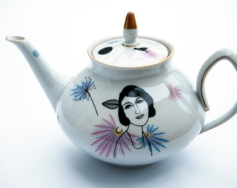 Vintage teapot with Madeleine #1629