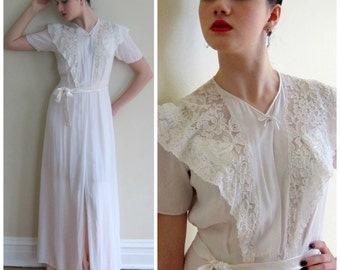 Vintage 1930s 1940s White Silk and Lace Robe / 30s 40s White Sheer Dressing Robe Peignoir