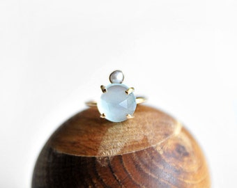 CHALCEDONY + PEARL Gold Ring