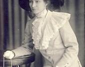 STYLISH Minnie with Beautiful EDWARDIAN Lace NECKPIECE and Hat Photo Postcard 1911