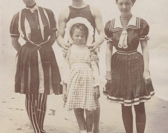 Family In Wonderful Early 1900s BATHING SUITS Photo circa 1905