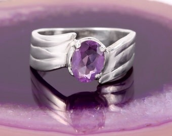STERLING AMETHYST RING Size 6.5 Sterling Silver 925 Estate Oval Gemstone Promise Ring Modern Minimalist Simple Crystal