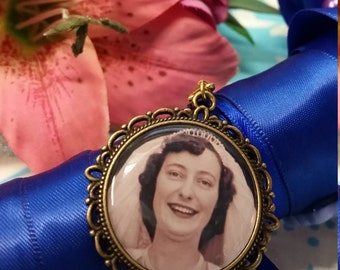 Photo memory charm, bouquet charm, memory frame, antique gold memory charm, antique gold photo charm