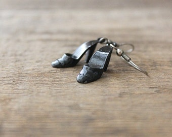vintage glossy black metal high heel earrings