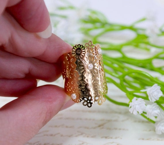 Gift For Women, Gold flowers Ring -Flowers Field - gold  Flower Lace Ring Inlayed With a Freshwater Pearl
