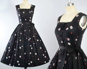 Vintage 50s DRESS / 1950s Black Cotton Belted SUNDRESS Red White DAISY Floral Print Full Circle Swing Skirt Pinup Garden Party M Medium