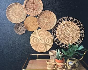 vintage set of 7 wall straw rattan basket / straw trivets