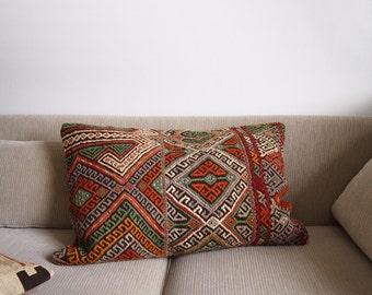 Pillow Cover Vintage Turkish Kilim, 16x24, Handwoven cushion, Boho Pillow, Southwestern Style, Geometric Pattern, Bohemian Decorative