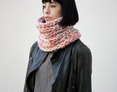 SOLDE /// The Warmer cowl (In Coral ) // Chunky cowl