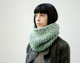 Le Col point de riz (En Glacier) /// The moss stitch cowl (in Icebergs) /// oversize kitted scarf, cowl