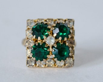 1960s vintage ring / simulated emerald cocktail ring