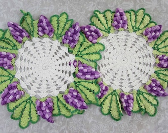 "Fancy Doily Lot of 10 assorted singles and pairs 6""- 23"" - 1940s-50s"