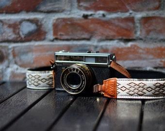 iMo Toast camera strap