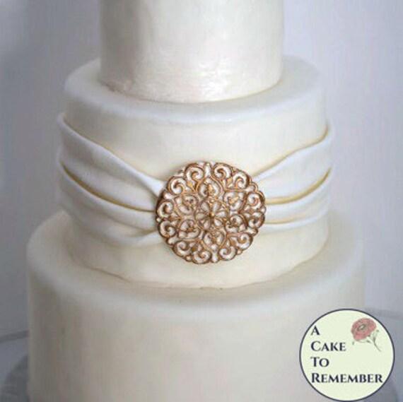 Filigree wedding cake edible brooch 25 across Sugar brooch cake