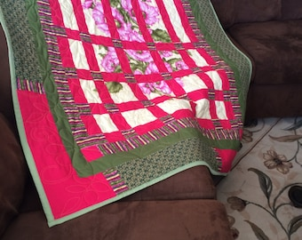 Garden Trellis Large Throw Quilt