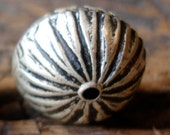 Moroccan tarnished round bead (W)