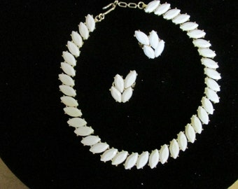 Trifari Jewelry Set, White Thermoset Necklace, White Clip On Earrings, Marked Trifari, Collectible Jewelry, Women Accessories, Gift