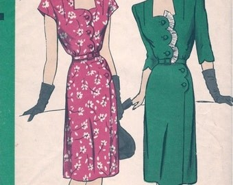 Beautiful Vintage 1940s Hollywood 1561 Scalloped Lines Portrait Neckline Dress Sewing Pattern B34