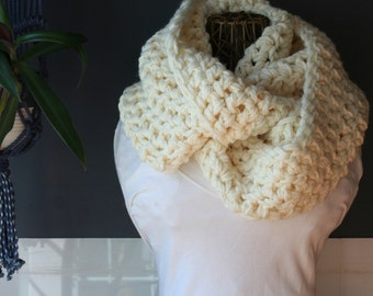 Crochet Infinity Scarf,Knit Inifinity Scarf,Cowl Scarf,Chunky Knit,Neck Wrap,Oversized Scarf,Loop Scarf,Womens Scarves,Mens Scarf,Cream,Soft