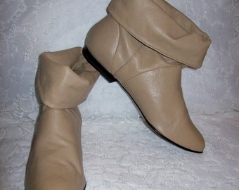 Vintage Ladies Tan Leather Slouch Fold Over Ankle Boots by 9 West Size 5 1/2 Only 14 USD
