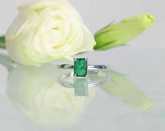 Green Emerald Ring, Emerald Solitaire Ring, May Birthstone Ring, May Birthstone, Natural Emerald, Emerald Sterling Silver Ring, Green Gem