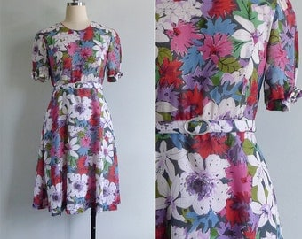 10 to 25% OFF (See Shop) Vintage 80's 'April Showers Bring May Flowers' Ribbon Sleeve Cotton Day Dress with Belt S