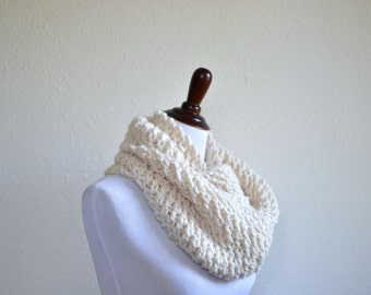 Chunky Circle Scarf // Hand Knitted Infinity Scarf // Chunky Infinity Loop Scarf // Chunky Knit Scarf // Cowl Scarf // Knit Infinity Scarf