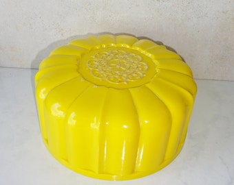 Vintage Powder Bowl Powder Box April Showers Yellow Plastic Powder Container