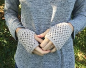 SALE: Chunky Knit Wrist Warmers Fingerless Gloves   Sz Small   Wool Yarn