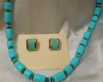 Avon City Sleek Seaessence Turquoise Beaded Necklace and Matching Pierced Earrings